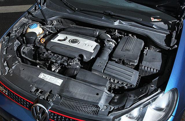 就是凭借这台2.0升涡轮发动机发动机,在第四代高尔夫GTI的短暂的迷失之后,第五和第六代高尔夫GTI再次奠定了在高性能掀背车领域的领导地位。