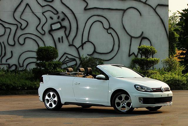 2013年的5月20日,高尔夫GTI敞篷版正式进口至国内,以限量66台的形式发售。