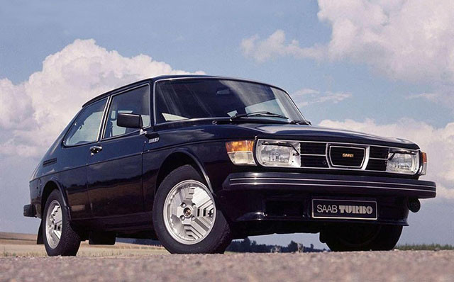 1976年,萨博99 Turbo正式推出,2.0T动力可以输出145匹马力,25%的功率和45%的扭矩提升,让动力性和经济性找到了平衡支点。