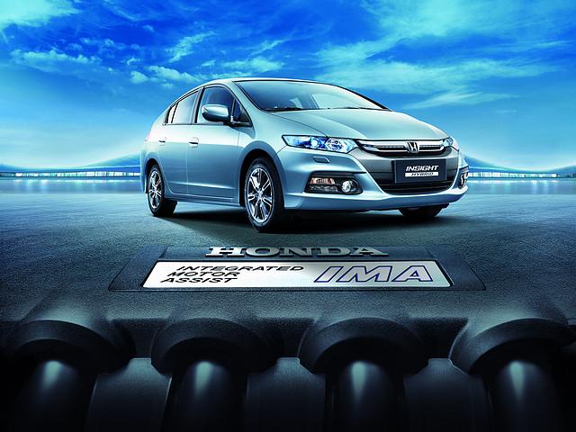 和本田大多数的混合动力车型,像是Civic Hybrid、CR-Z一样,Insight同样采用了IMA混合动力技术,整体属于并联式结构,以发动机作为主要动力来源,而电动机则作为辅助。