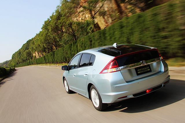 Insight的中度混合动力结构对燃油经济性的改善程度,始终不及普锐斯等重度混动车型。