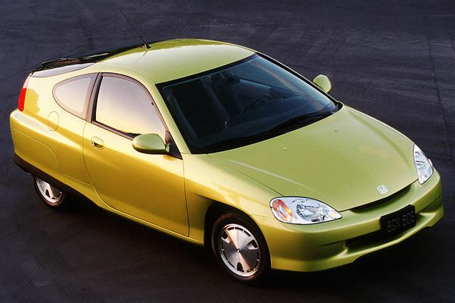 Insight 可以称得上是本田混合动力车型的始祖,同时也是本田的Integrated Motor Assist混合动力系统(IMA)在量产车上的首度运用。首代Insight于1999年11月在日本本土推出,当年凭借造型奇特,风阻系数仅为 0.25的三门掀背造型,让全球车坛印象深刻。