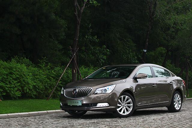 推出至今4年,君越也进入了改款周期,在4月份首先推出3.0升V6车型之后,2.0T与2.4升车型也随之到来。