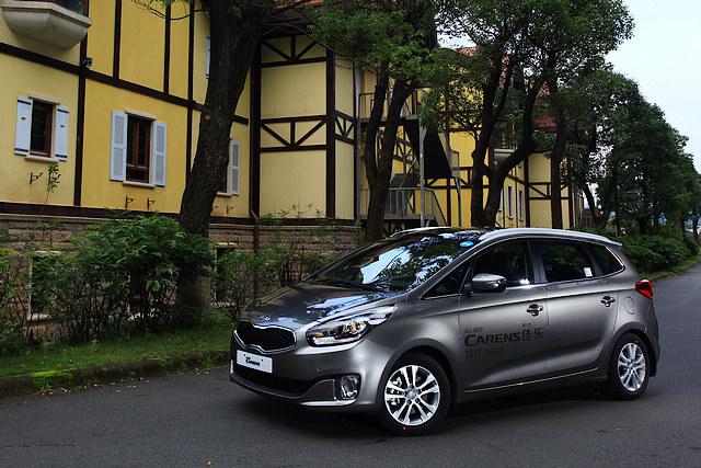 各种基于紧凑型轿车底盘的紧凑型MPV在这几年间逐渐成为了MPV买家的新宠,而起亚旗下的新佳乐在换上家族新装与全新底盘架构之后,也再次加入了战团。