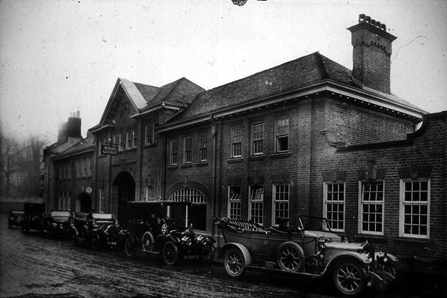 Morris Garages初期的厂房,位于Oxford牛津市Longwall Street。