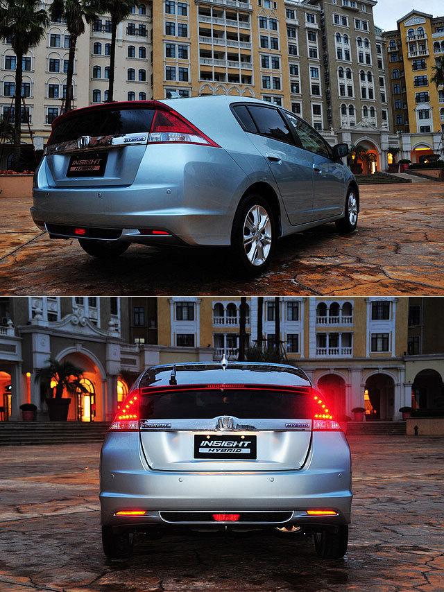 转向侧面与尾部,Insight则宛如本田CR-Z的放大版本,尾部的设计与CR-Z如出一辙,虽然与CR-Z的张扬相比,Insight的尾灯设计收敛了不少,但一直延续至牌照框上沿的一体式玻璃尾门设计被原汁原味地保留了下来。