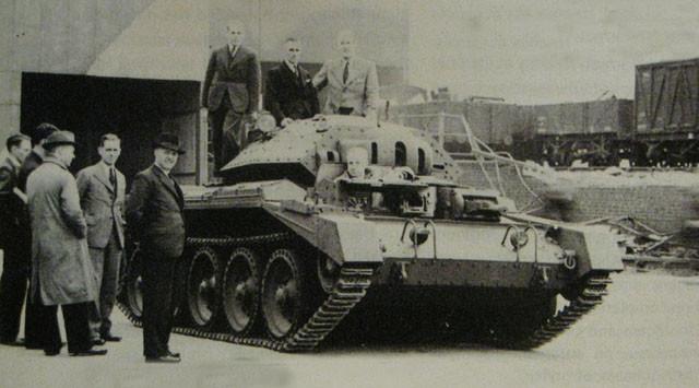 二次大战期间,各行各业都共赴国难,MG车厂也改为生产军事车辆,包括坦克。此图摄于1942年。