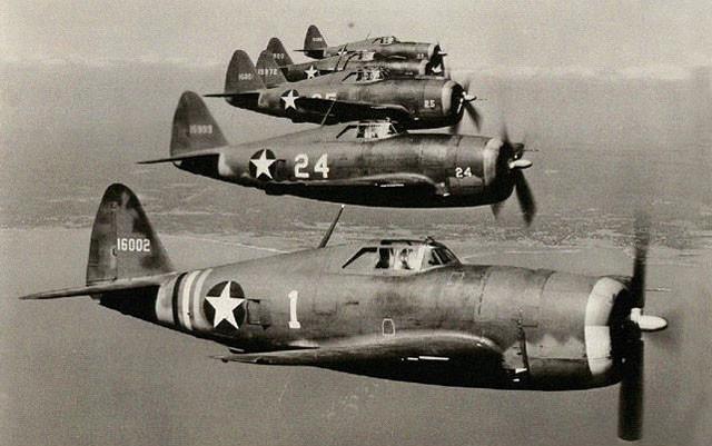 二十年代被列入航空以及船舶发动机的应用技术,一直到二战爆发,涡轮增压技术才算是迎来了第一个青春期。(图为二战期间使用R2800型航空引擎的P-47战斗机)