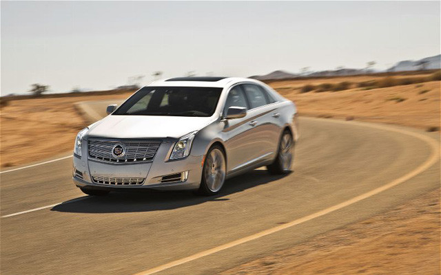 2013-Cadillac-XTS-4-Platinum-front-end-in-motion