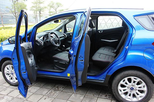 即使轴距加长了40mm,但翼搏的车身长度还是控制得宜,同时它的实用性相比同尺码轿车还来得高,空间上的优势造成SUV逐年成长的关键之一。