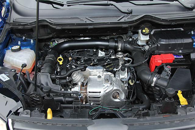 少了发动机饰盖的这具Ecoboost虽然看起来卖相差了点,但977c.c的排量不仅拥有125匹的最大马力,还克服了过往低排量发动机的问题及缺点,它的获奖绝非侥幸。