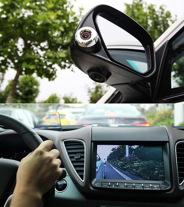 至于车侧安全辅助系统,是在驾驶者打转向灯时,转向灯上的摄像头就会把车后的影像传到中控显示屏上,这个配置看起了很酷,但对于驾驶者来说,实际用处上是微乎其微。
