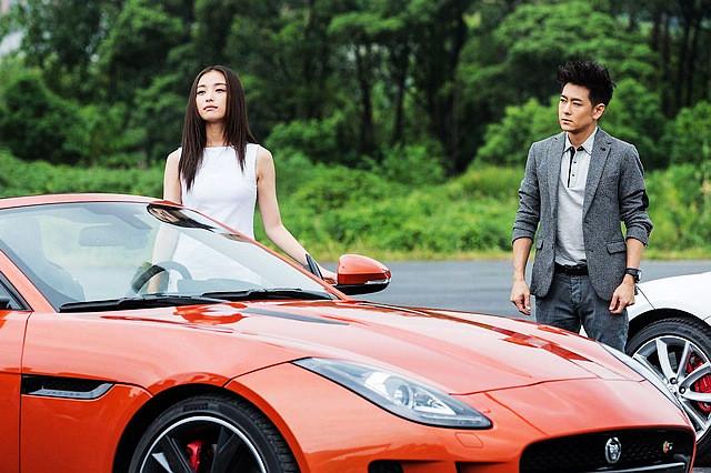 和女演员倪妮一起,出演捷豹F-TYPE主题微电影《非你莫属》