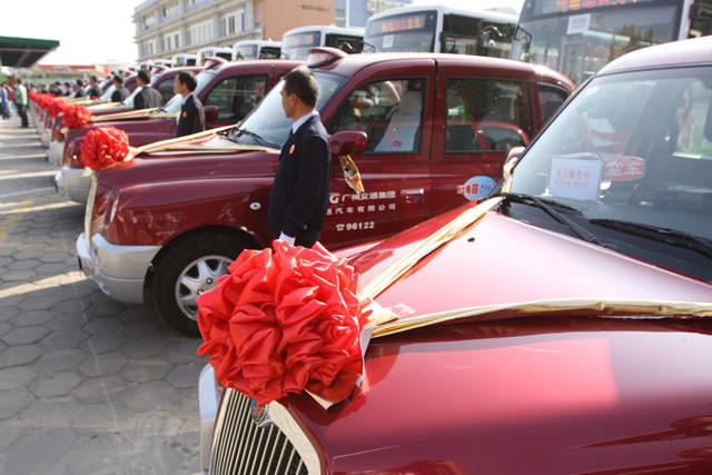 TX4的特别之处在于,吉利也于2008年在国内下线生产,而在国内出租市场上,这款有着异域风情的TX4也有1000辆左右的保有量,但事实上它们原来的身份多数都是北京奥运会、广州亚运会、上海世博会等大型国际活动期间的服务车型。