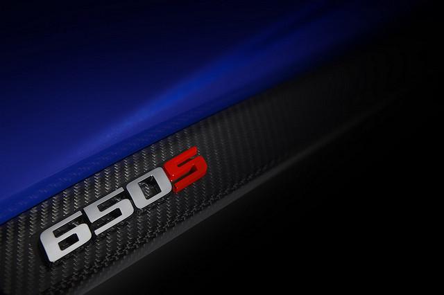 迈凯轮将在日内瓦车展上推出的650S依然是犹抱琵琶半遮面。