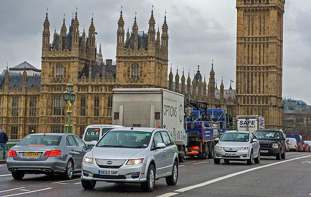 在英国伦敦之前,比亚迪的新能源汽车已经在法国、德国、西班牙、奥地利、波兰、比利时、匈牙利等欧洲的众多国家城市出现,建厂欧洲的计划也在规划中,比亚迪也表示全面抢占欧洲的出租市场是下一步计划。