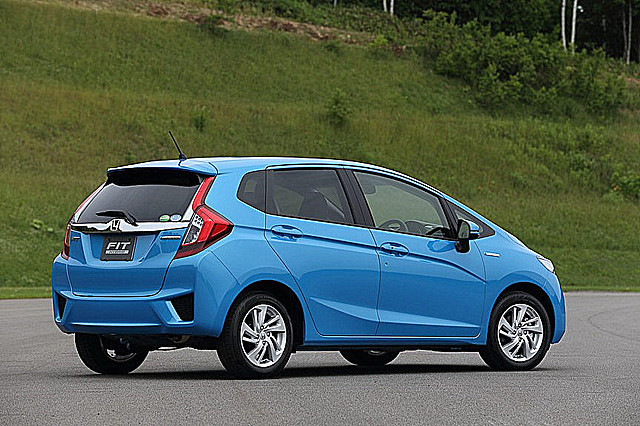 2014-Honda-Fit-Jazz-12[2]