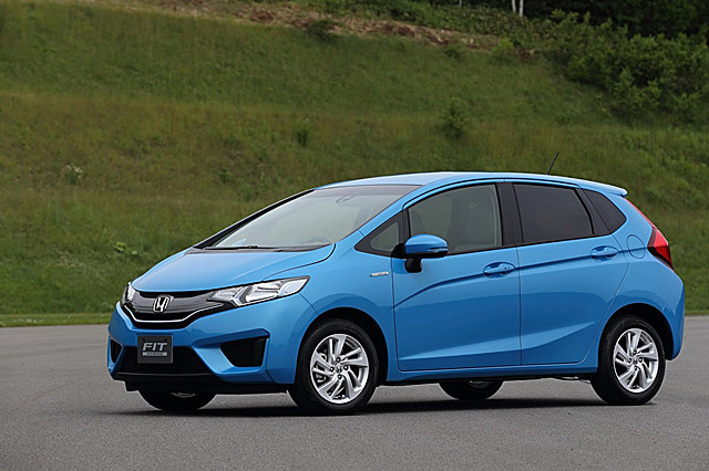 2014-Honda-Fit-Jazz-2[2]