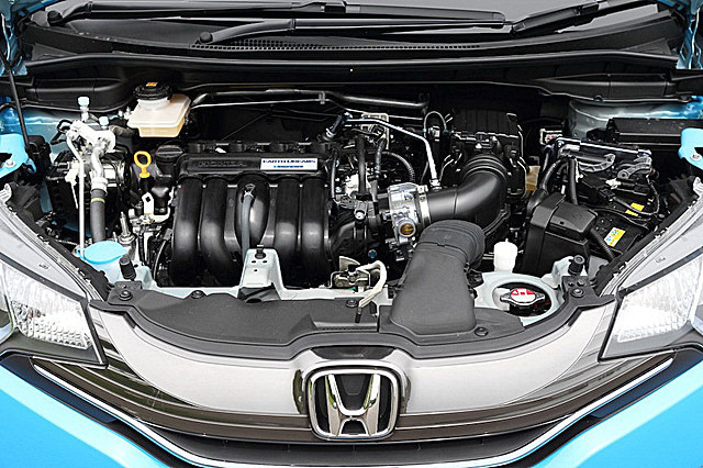 2014-Honda-Fit-Jazz-13[2]