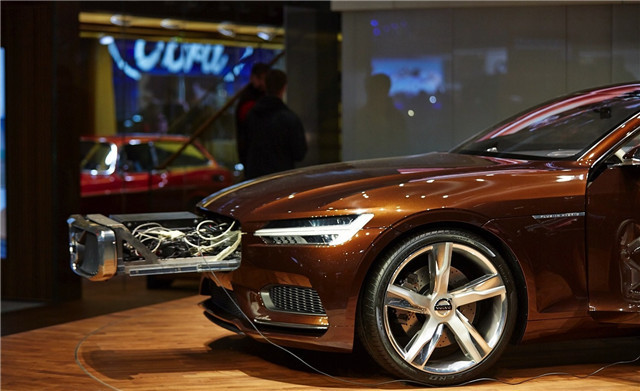 volvo-concept-estate-shows-up-at-geneva-live-photos_4