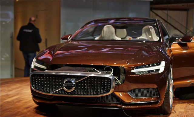 volvo-concept-estate-shows-up-at-geneva-live-photos_6