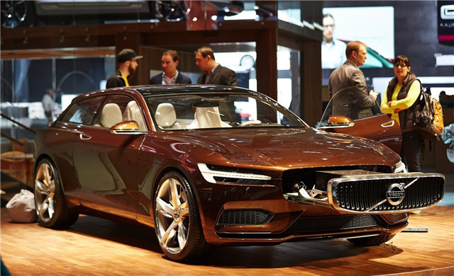 volvo-concept-estate-shows-up-at-geneva-live-photos_12