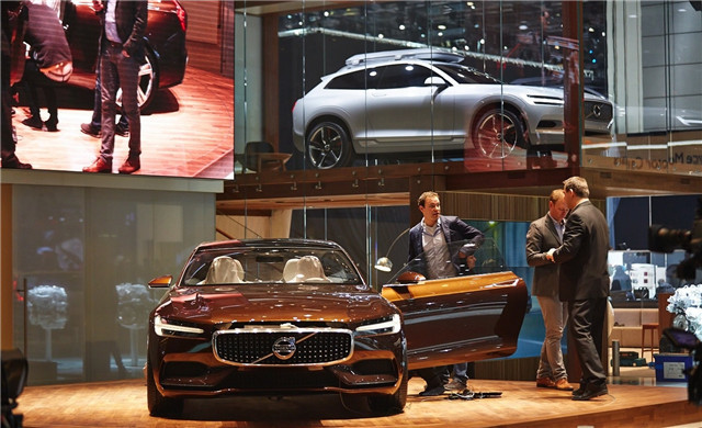 volvo-concept-estate-shows-up-at-geneva-live-photos_13