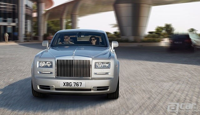 Rolls-Royce-Phantom-1[4]