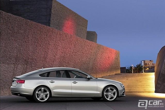 Audi-A5_Sportback_2012_1600x1200_wallpaper_06_副本