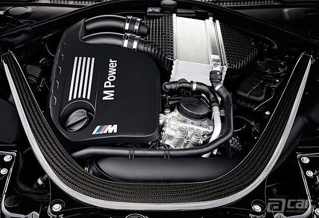 2015-BMW-M4-Convertible-20