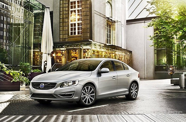 Volvo-S60_2014_800x600_wallpaper_02