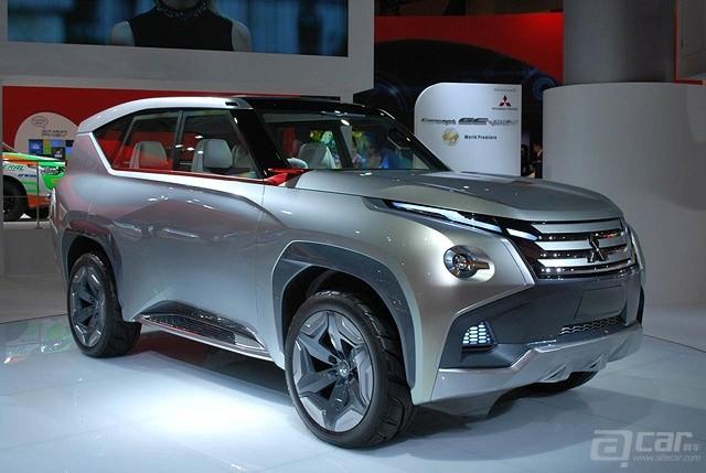 Tokyo-2013-Mitsubishi-Concept-GC-PHEV_2