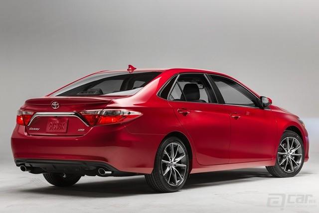 2015-Toyota-Camry-57