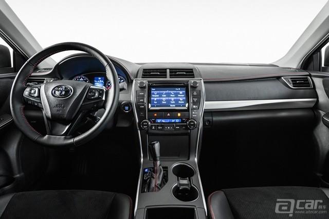 2015-Toyota-Camry-67