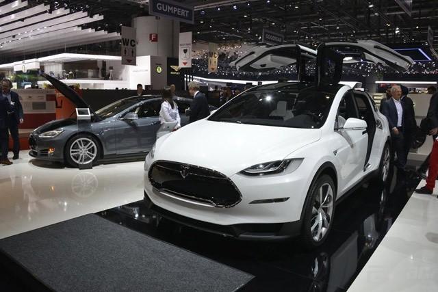 Tesla-Model-X-Prototype-1[3]