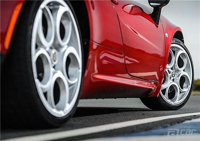 Alfa_Romeo-4C_2014_1600x1200_wallpaper_75_副本