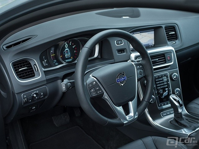 Volvo-V60_2014_1600x1200_wallpaper_1b
