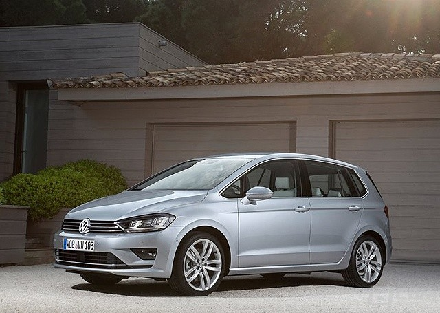 Volkswagen-Golf_Sportsvan_2014_800x600_wallpaper_01