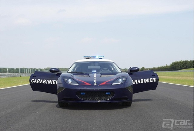 lotus-evora-s-enters-service-with-italian-carabinieri_100356893_l
