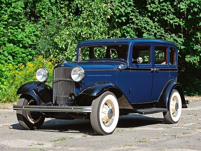 1932_Ford_Model_B_Deluxe_Fordor_Sedan_160_retro_2048x1536