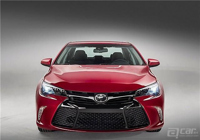 Toyota-Camry_2015_1600x1200_wallpaper_1d_副本