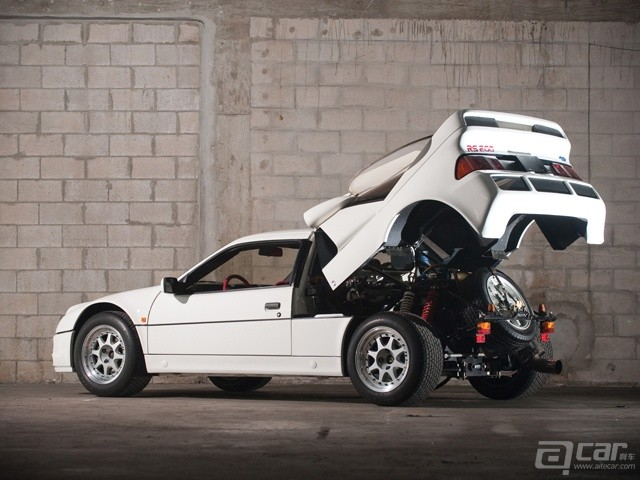 ford_rs200_evolution_2