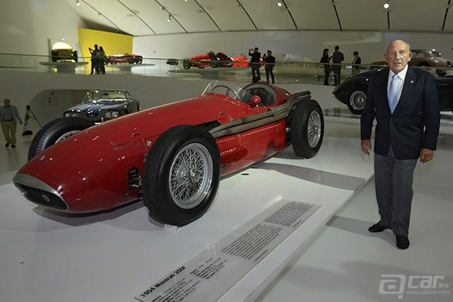 传奇车手斯特林•莫斯与玛莎拉蒂250F
