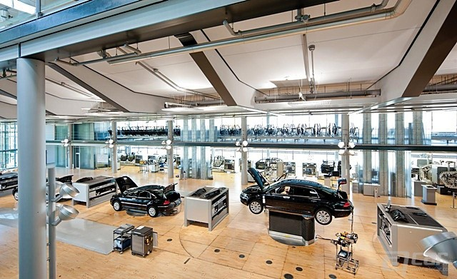 volkswagen-transparent-factory-in-dresden-germany-photo-521214-s-1280x782_副本