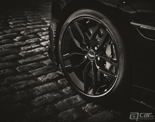 aston-martin-vanquish-carbon-edition-revealed-video-photo-gallery_6