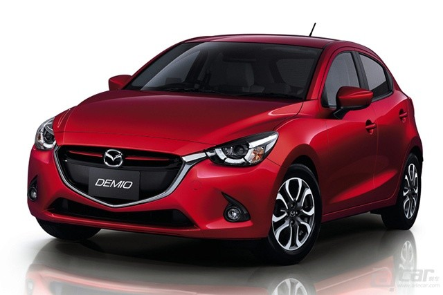 all-new-mazda2-goes-on-sale-in-japan-from-135-million-yen-video_5