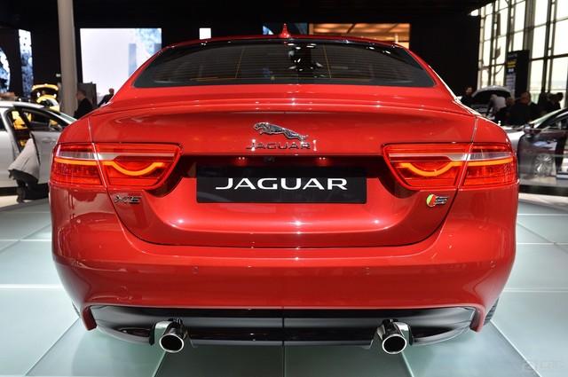 00006_06-2016-jaguar-xe-paris-1