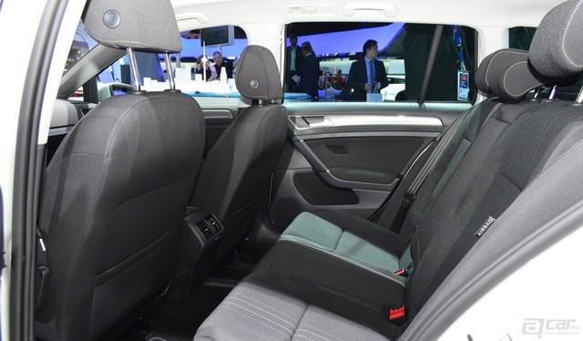 00001_vw-golf-alltrack-rear-seats-at-the-2014-paris-motor-show