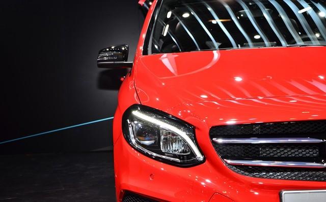 2015-Mercedes-Benz-B-Class-Paris-2014-10