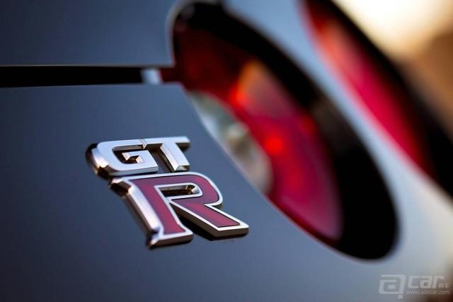 Nissan-GT-R-Track-Edition-2014-logo